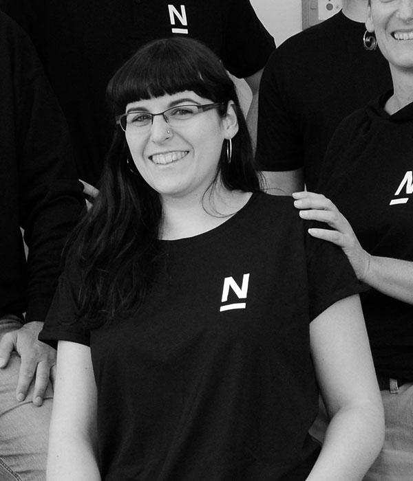 Portrait Josephine Stenger-Ruh mit Logo der Agentur Die Neudenker